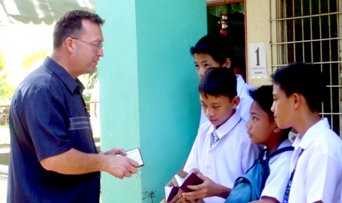 Jon Wold, a Gideon from South Dakota, shares the Gospel with students during January's International Scripture Blitz in the Philippines.